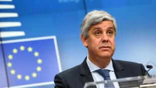 Mario Centeno habla durante una rueda de prensa posterior a una reunión del Consejo de Asuntos Generales de la UE, el 17 de febrero de 2020 en Bruselas