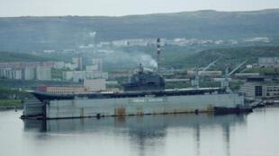 На судоремонтном заводе в Мурманске затонул плавучий док, где ремонтировался единственный в России авианосец