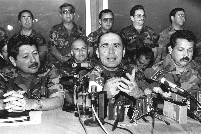 Uno de los acusados por el asesinato de los jesuitas, el general Humberto Larios en una imagen de 1990.