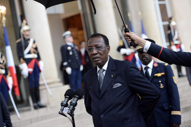 Le président tchadien Idriss Déby devant le palais de l'Elysée à Paris, le 5 octobre 2015.