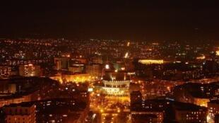 Вид на ночной Ереван