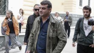 El editor griego Kostas Vaxevanis a su llegada a la Corte de Atenas, el 29 de octubre de 2012.