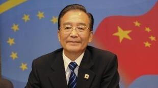 中国总理温家宝2010年10月6日在中欧第十三次峰会上。