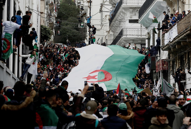 Des Algériens défilent dans les rue de la capitale, le 22 mars 2019, un mois après le début de la contestation.
