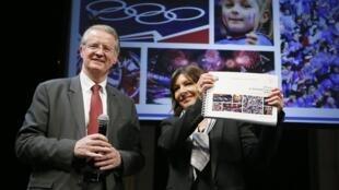 Bernard Lapasset, président du Comité français du sport international et Anne Hidalgo, la maire de Paris, le 12 février 2015.