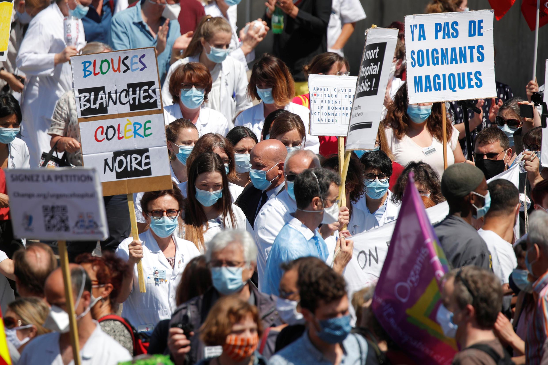 2020-05-28T114717Z_559065976_RC2NXG950IPN_RTRMADP_3_HEALTH-CORONAVIRUS-FRANCE-HOSPITALS-PROTEST