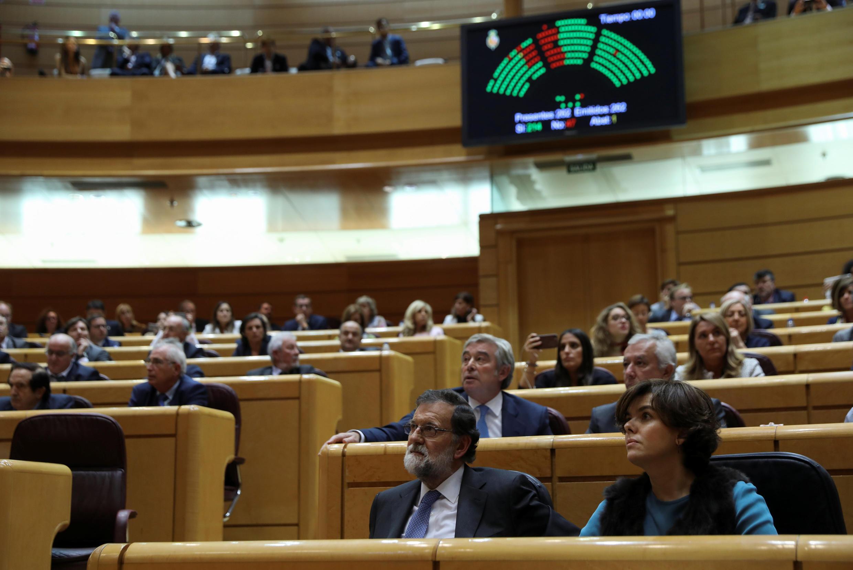 O Senado espanhol autorizou nesta sexta-feira o governo de Mariano Rajoy a aplicar as medidas para intervir na autonomia da Catalunha, que incluem a destituição de seus líderes separatistas.