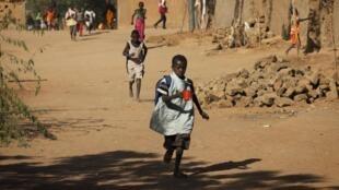 L'association Rayon de Soleil a organisé plus de 320 adoptions au Mali entre 1989 et 2001.
