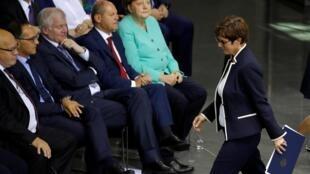 德国总理默克尔的心腹、基民盟党主席克兰普-卡伦鲍尔资料图片