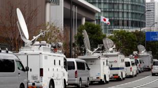 Les médias se pressent au siège de Nissan à Yokohama, une pression médiatique à la hauteur des enjeux industriels: Carlos Ghosn sera t-il démis de ses fonctions à la tête du groupe automobile ? Yokohama, le 22 novembre 2018.