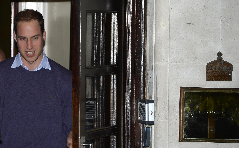 O príncipe William chegou nesta terça-feira (4) ao hospital King Edward VII, em Londres.