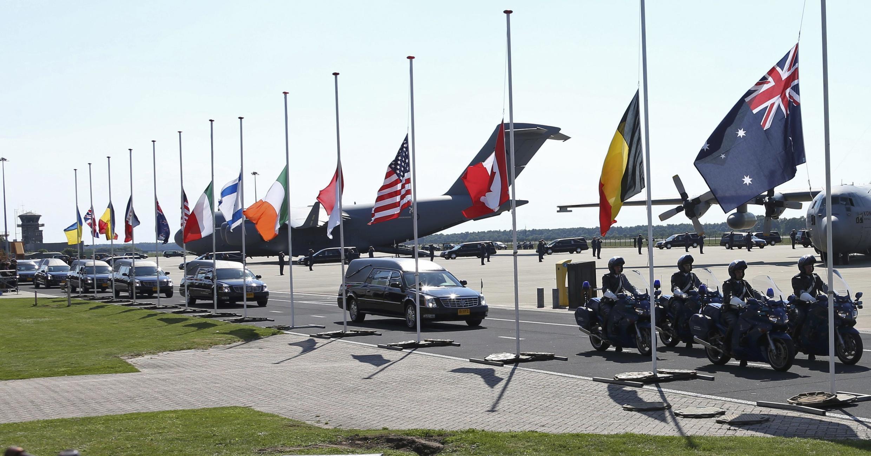 Xác các nạn nhân MH17 được đưa về Eindhoven (Hà Lan) hôm 23/07/2014.