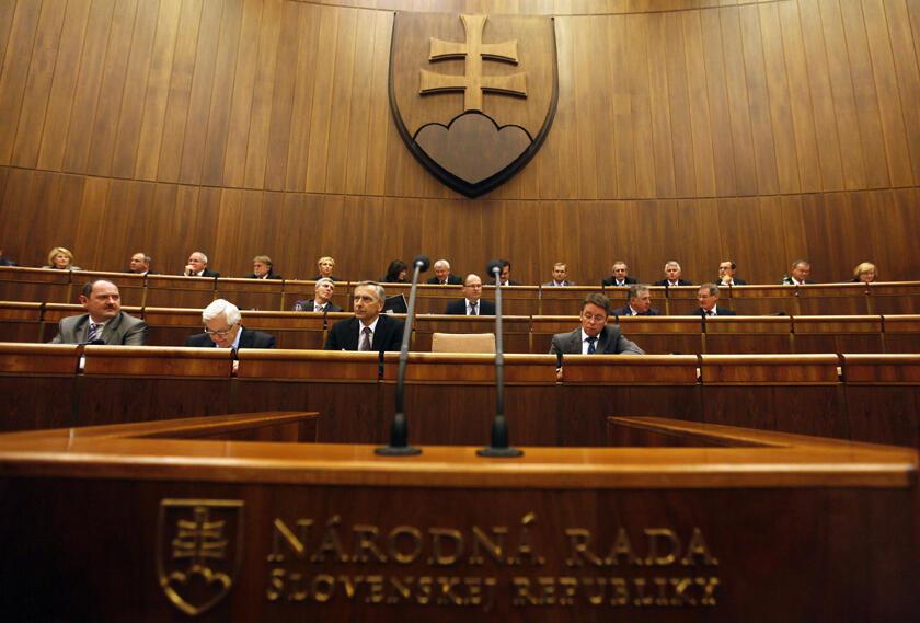 O Parlamento da Eslováquia, em Bratislava, rejeita ampliação de fundo europeu de estabilidade