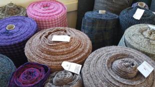 Le tissu en Harris Tweed, dans la boutique de la filature Carloway.