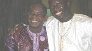 Toumani Diabaté(gauche) et Vieux Farka Touré(droite), deux des plus grands noms de la musique malienne, mobilisés pour la défense de leurs droits d'auteurs… dans la bonne humeur!