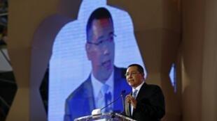 Le Premier ministre roumain Victor Ponta accusé d'avoir été un agent infiltré des renseignements extérieurs.