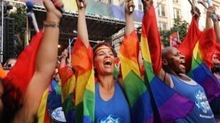 Le 28 juin 2019, des milliers de personnes ont manifesté dans les rues de New York.