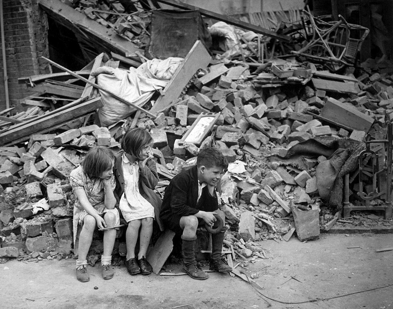 WWII_London_Blitz_East_London_War_Guerre_