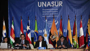 """Les douze pays de l'Union des nations sud-américaines (UNASUR) ont recommandé la création d'un fonds anticyclique pour """"blinder"""" la région contre les tourmentes financières internationales."""