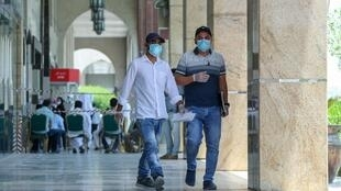 Au Qatar, le port du masque est obligatoire sous peine de lourdes sanctions.