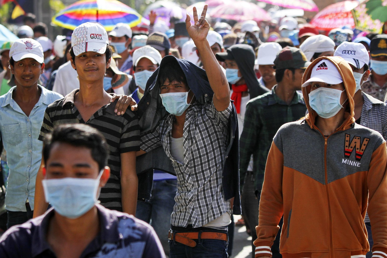 Công nhân dệt may biểu tình tại Phnom Penh, ngày 05/09/ 2013, phản đối việc đồng nghiệp bị sa thải do đình công.