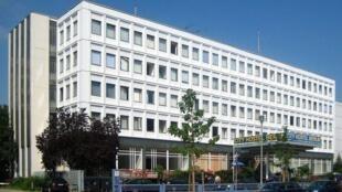 Khách sạn nằm trong khuôn viên của đại sứ quán Bắc Triều Tiên ở Berlin.