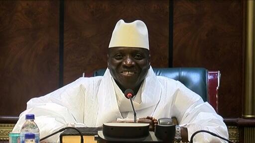 Ingawa waangalizi wanadai kwamba Bwana Barrow alisema hapo zamani kwamba Bwana Jammeh yuko huru kurudi nchini, lakini ni vigumu kwa kiongoizi huyo wa zamani kurejea nchini kwani anakabiliwa na mashitaka ya ukiukwaji mkubwa wa haki za binadamu.