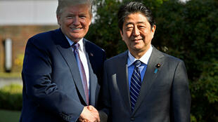 Tổng thống Mỹ Donald Trump gặp thủ tướng Nhật Bản Shinzo Abe tại Tokyo, Nhật Bản ngày 05/11/2017.