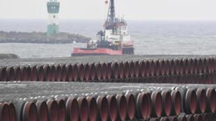 Ống dẫn cho công trình Nord Stream 2, xuyên biển Baltic tại cảng Mukran, gần vùng Sassnitz, Đức, ngày 04/12/2020.