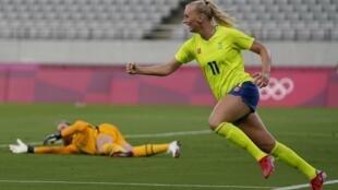 La Suédoise Stina Blackstenius fête son but face aux Etats-Unis (3-0), en tournoi de football des Jeux olympiques de Tokyo 2021.