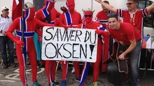 Des supporters norvégiens et suisses à l'Alpe d'Huez.