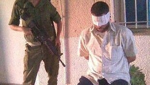 Une image non datée publiée sur Facebook par l'association «Briser le silence» illustrant les violences infligées aux prisonniers palestiniens.