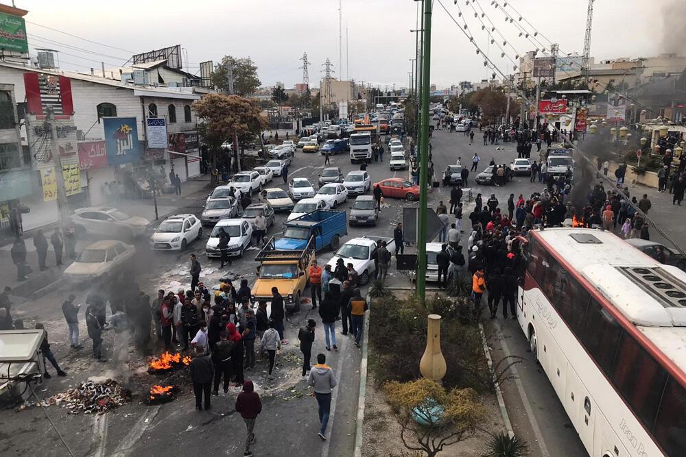 عفو بین الملل میگوید مقامات ایران با سرکوب وحشیانه، بازداشتیها را در انزوای کامل قرار دادند.