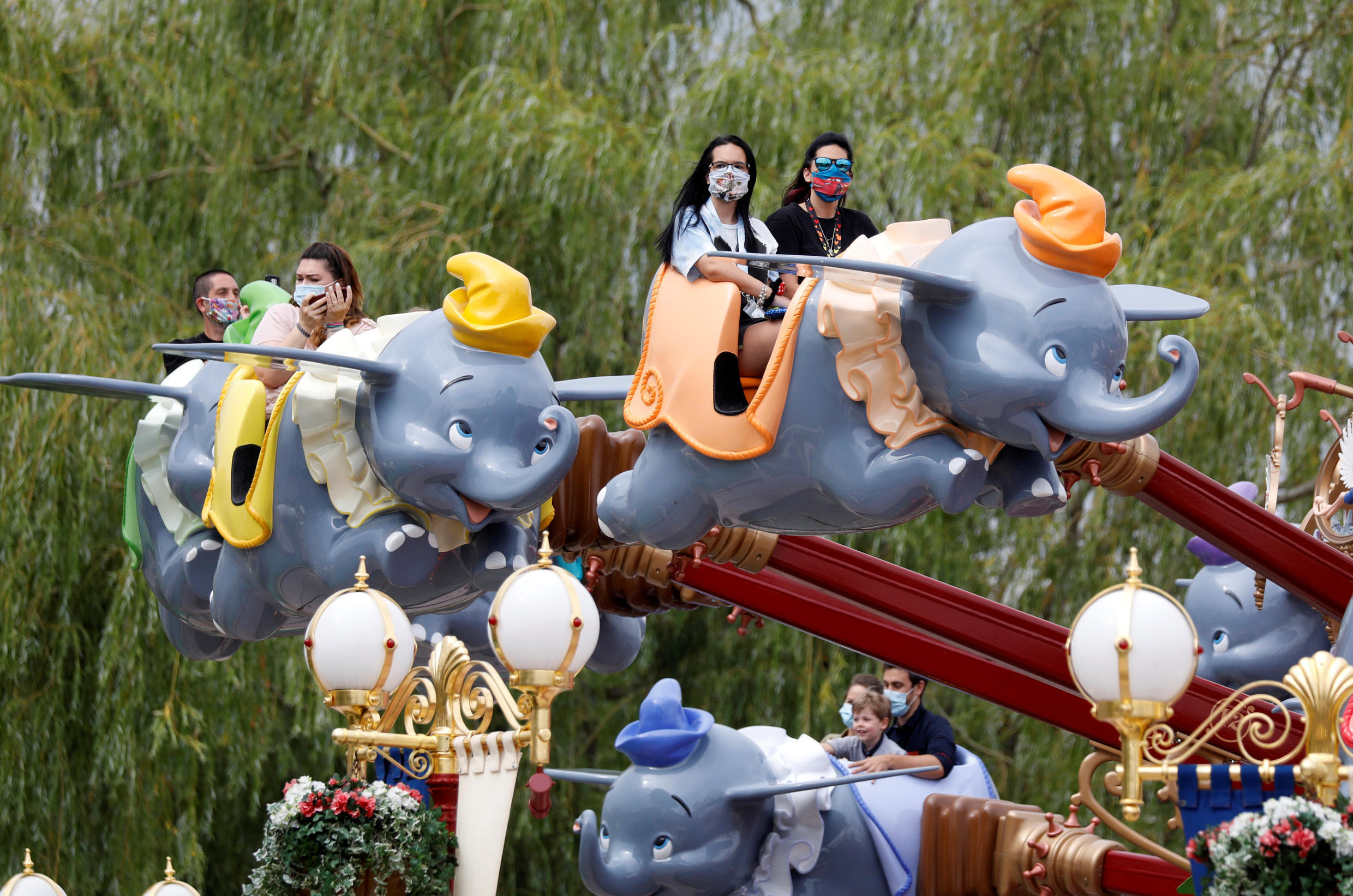 Disneyland Paris visitors enjoy the Dumbo carrousel, one of the rides for which it is possible to ensure physicial distancing.