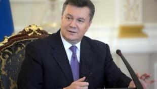 O presidente da Ucrânia, Viktor Yanukovich, retornou ao trabalho e estaria disposto a convocar eleições antecipadas para superar a crise que vive o país. Foto do 19 de dezembro de 2013.