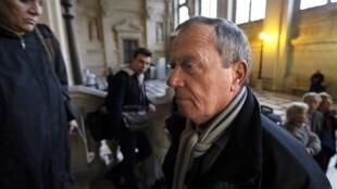 Le général Henri Poncet, lors de son arrivée au palais de Justice au premier jour du procès. Paris, le 27 novembre 2012.