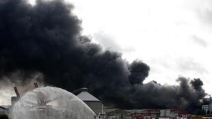 Incêndio na fábrica da Lubrizol em Rouen, França, 26 de Setembro de 2019.