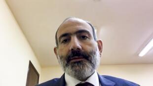 Depuis l'annonce du cessez-le-feu dans le Haut-Karabakh, Nikol Pachinian a publié une dizaine de vidéos sur les réseaux sociaux.