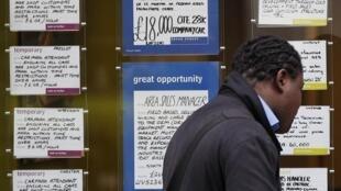 En Grande-Bretagne, désormais, 8,3% de la population active est sans emploi. Les jeunes sont les plus touchés.