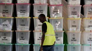 صندوق های رای گیری در یک مرکز توزیع. کنیا، چهارشنبه ٩ اوت ٢٠۱٧