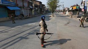 Cảnh sát Ân Độ tuần tra tại thành phố Srinagar ngày 30/09/2016.
