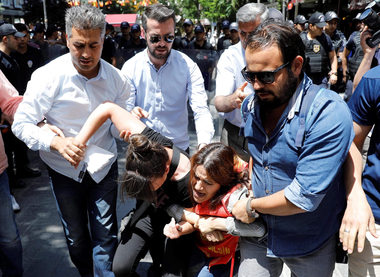 Más de 50.000 personas han sido encarceladas y hay emitidas órdenes de arresto contra 8.000.