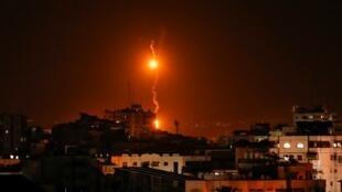 Explosiones tras el ataque aéreo de Israel en la Franja de Gaza.