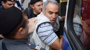 Задержание Гарри Каспарова в день приговора Pussy Riot, 17 августа 2013 года