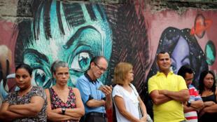یک صف حوزۀ رای گیری در شهر ریو دو ژانیرو