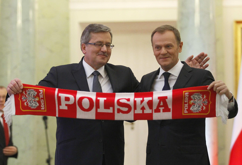 Дональд Туск принимает поздравления президента Бронислава Коморовского после переизбрания на пост премьер-министра. Варшава 18/11/2011