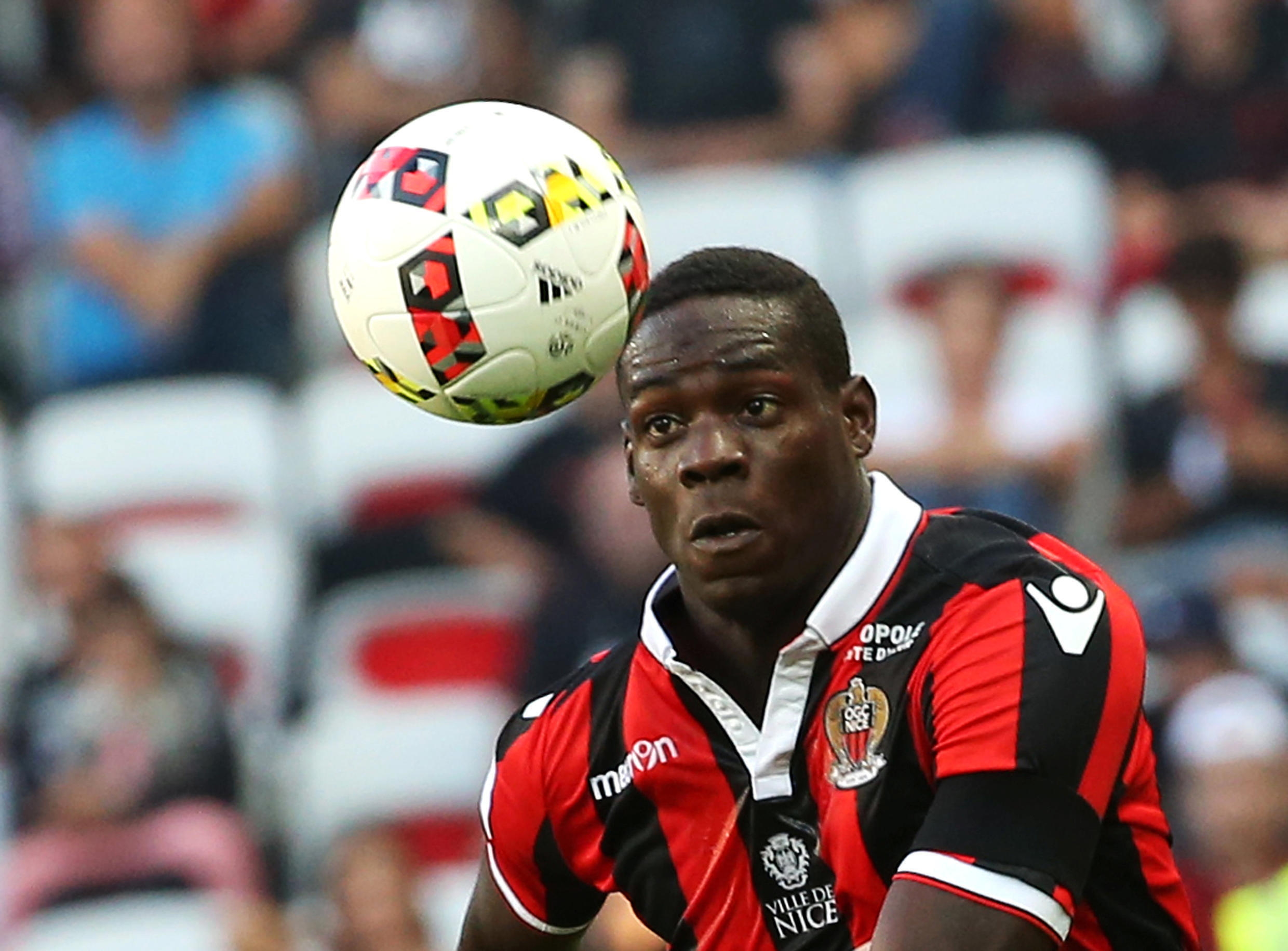 Mario Balotelli missed a penalty in Nice's 2-0 win over Lyon/