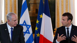 Israeli Prime Minister Benyamin Netanyahu (L) at a press confrence with French President Emmanuel Macron after their meeting
