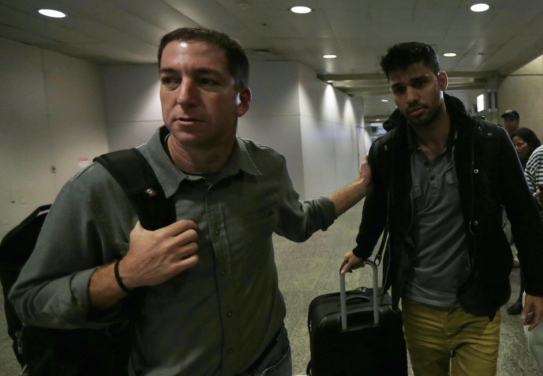 Гленн Гринвальд (Л) со своим другом Дэвидом Мирандой в аэропорту Рио де Жанейро 19/08/2013