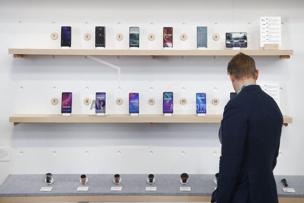 Сегодня производители перестают обслуживать смартфоны через пару лет после выхода на рынок, «стимулируя» людей к тому, чтобы они покупали новые модели.